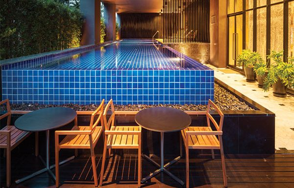 Noble-Reveal-Bangkok-condo-swimmingpool-3